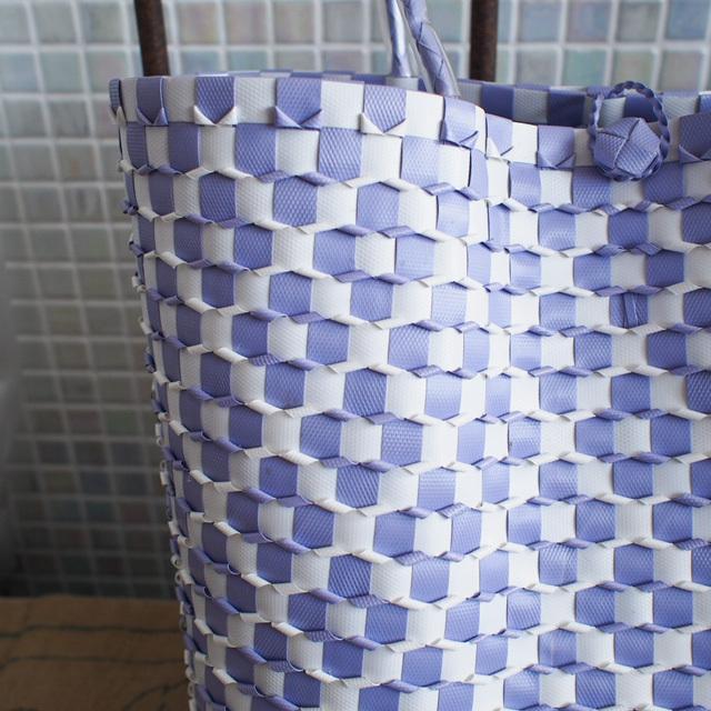 B0031 うろこ編みのプラカゴ   花菱 L (白×薄い紫)