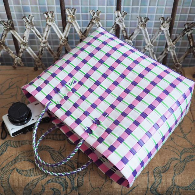 B0123  ビニールテープ編みのプラカゴ ◆M (白×薄ピンク×紫)