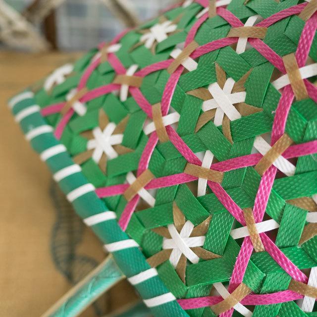 ベトナムの花まる編みのプラカゴ