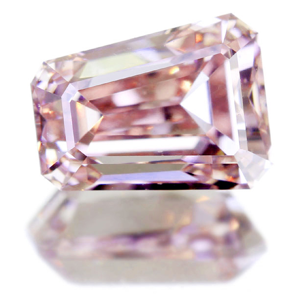 0.67ct FANCY PINK VS2 バケットカット ピンクダイヤモンド