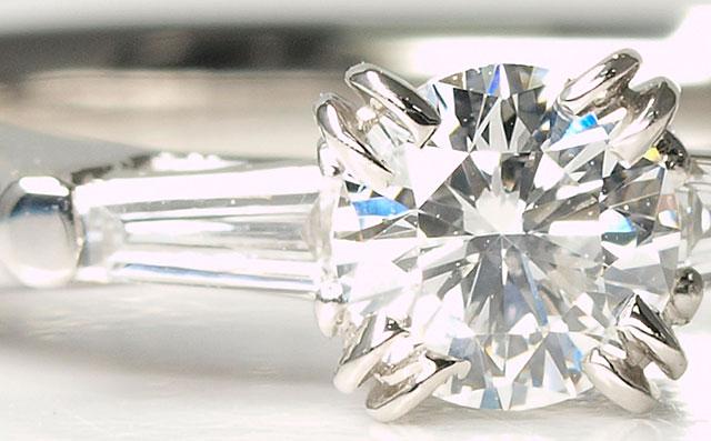 ダイヤモンドエンゲージリング