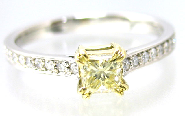 イエローダイヤモンドリング画像