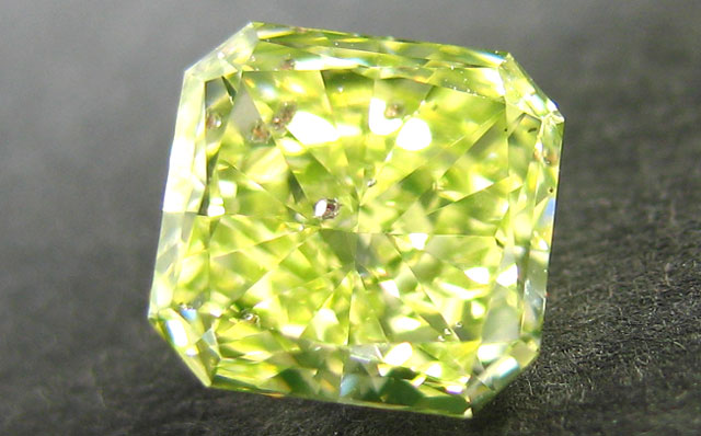 天然ガーネット結晶入りグリーンダイヤモンド