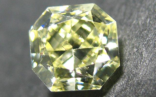 X-Yカラーダイヤモンドルース