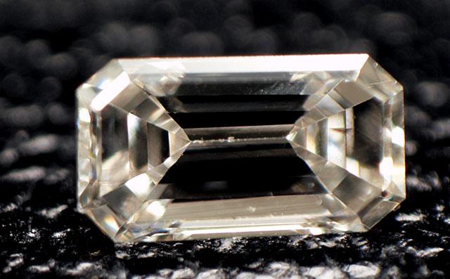 エメラルドカット ダイヤモンドルース