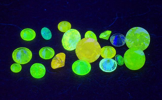 蛍光性ダイヤモンド ルースセット