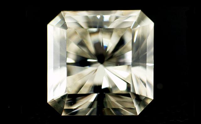 Jカラーダイヤモンドルース