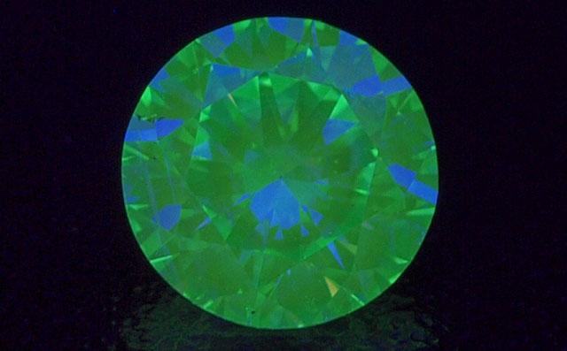 【 蛍光性 : ストロング・グリーン 】 天然グリーンダイヤモンド ルース(裸石) 0.617ct, Very Light Yellowish Green, SI-1 【 ハート&キューピッド 】 中央宝石研究所 【 送料無料 】