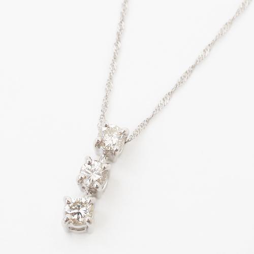 プラチナ Pt900/Pt850 ダイヤモンド  スリーストーン ペンダント 0.27カラット 4112-TK19