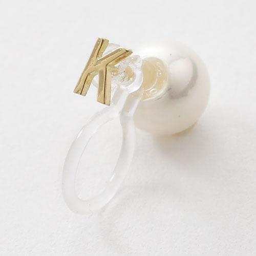 18金 イニシャル K インビジブル 片耳 イヤリング 6mm珠 貝パール 挟み込み式 5360-EG16