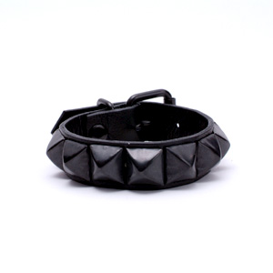 Pyramid Wristband (1L) - BK