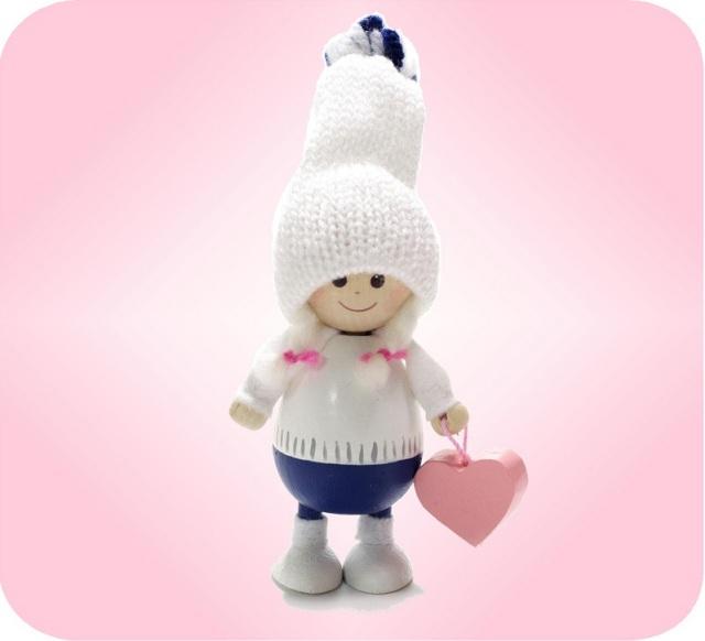 ニッセ人形~ハートを持った白い帽子の女の子~