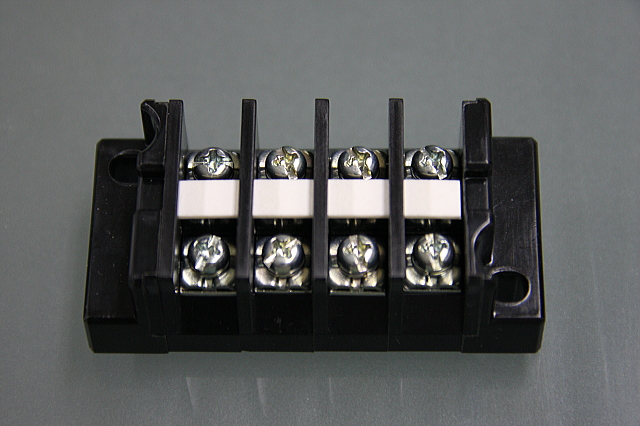 端子台 20A4P   型番T1004