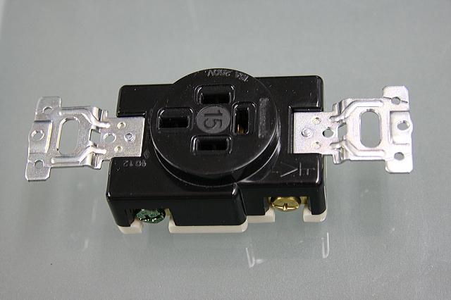 埋込コンセント 3P接地極付15A250V   型番WF1415BK