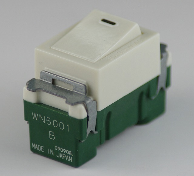 埋込連用タンブラスイッチ(片切) WN5001 パナソニック 【電気工事士試験材料】