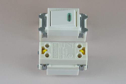 埋込連用タンブラスイッチ(位置表示灯内蔵) NDG1321 東芝