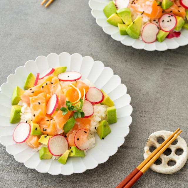 サーモンとアボカドのちらし寿司