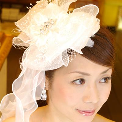 【実店舗レンタル商品】ボリューム感のあるブライダル トーク帽子 B-200 【ドラマで使用されました】