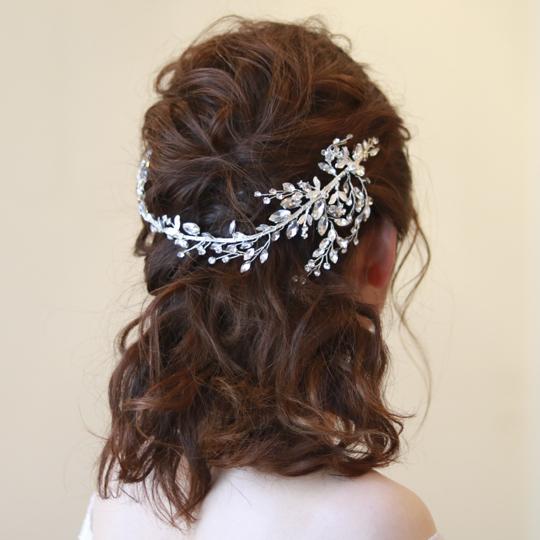 【実店舗レンタル商品】リーフモチーフのブライダル髪飾り・カチューシャ B-752