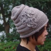 【毛糸 帽子 】花付きのニット帽 フラワー・レディースのかわいいニット帽子/ホワイト・ブラック・パープルの毛糸の帽子★メール便対応