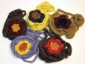 【ニット ポシェット】手編みの毛糸のポシェット ニット お花の編みぐるみバッグ(ハンドメイド)【メール便対応】