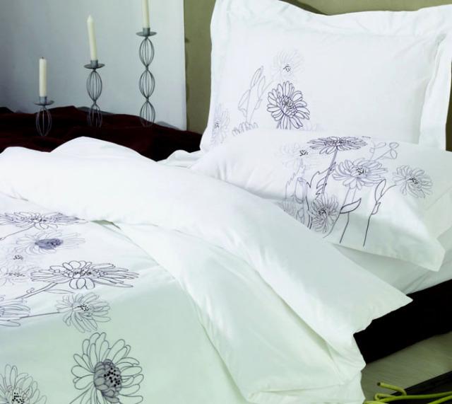 BKQ011ピロケースL(刺繍)(ベッドリネン 寝具カバー 掛け布団カバー ボックスシーツ 枕カバー 北欧 花柄)