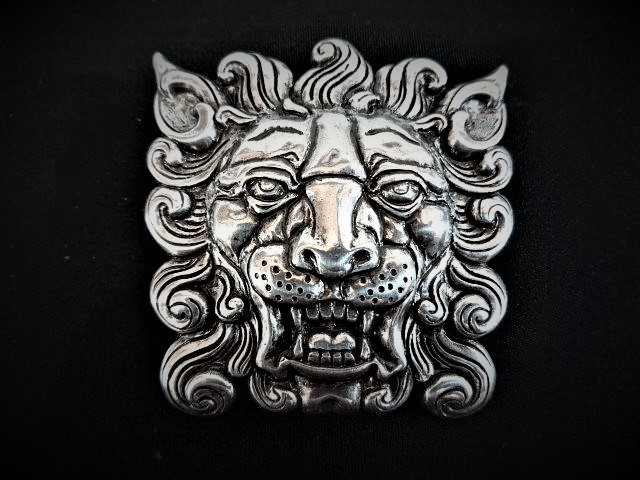 IVAN TROPHY BUCKLE Lion Head