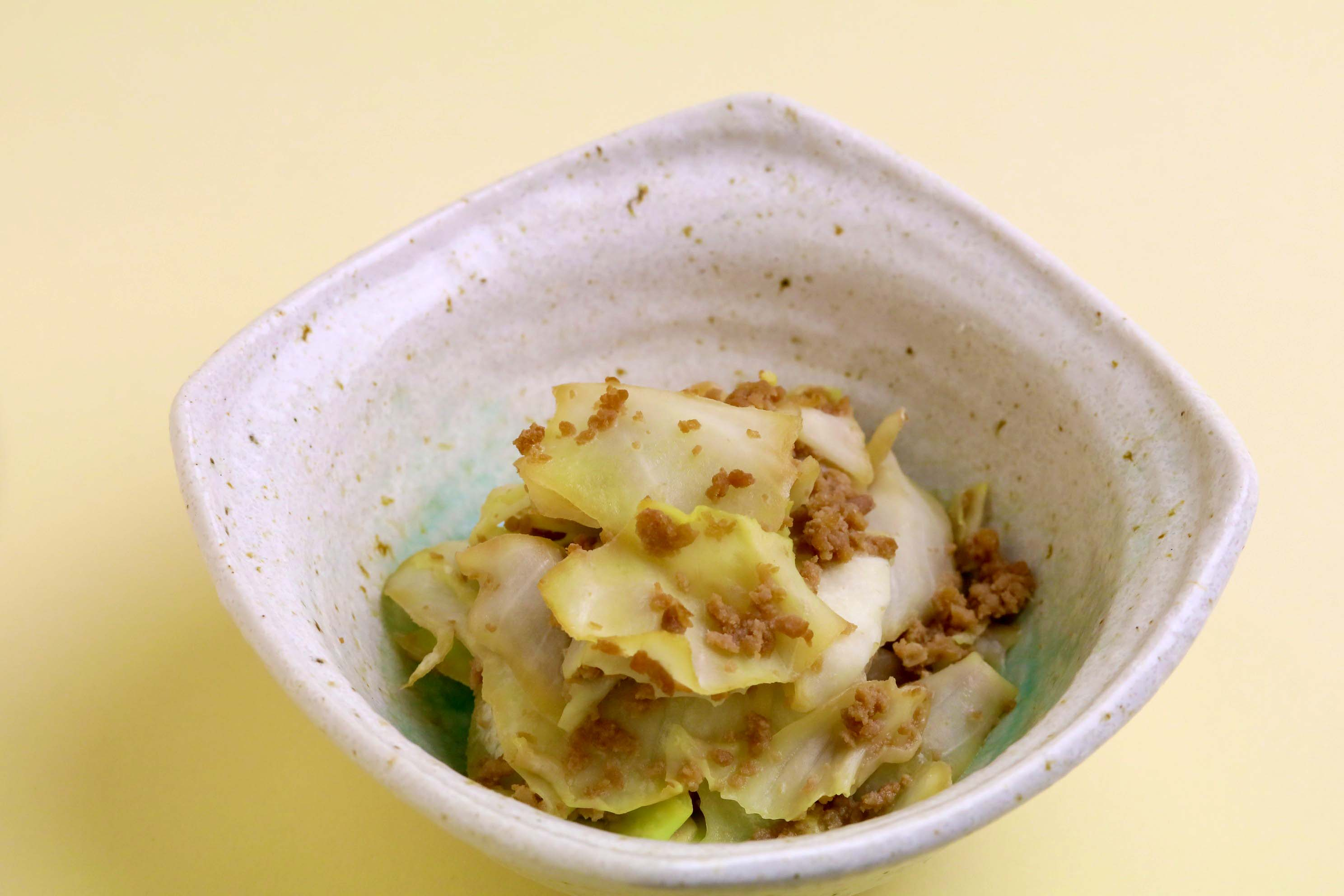 【相性バッチリ】甘辛豚ミンチとキャベツの蒸し煮