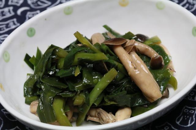 【山椒の風味】ニラとしめじの炒め煮