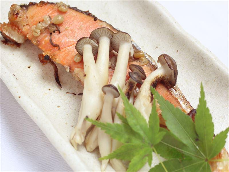 【じっくり漬け焼き】天然鮭の塩麹焼き