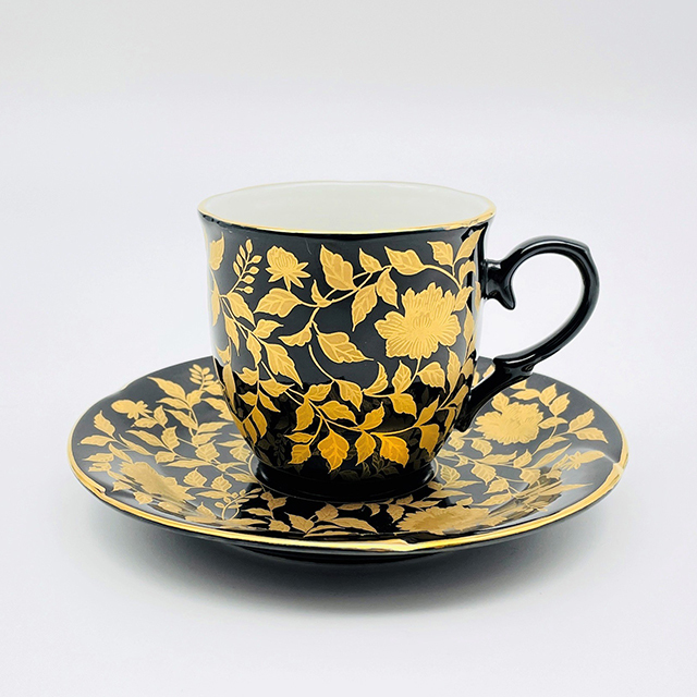 金襴手コーヒーカップ (永楽手)