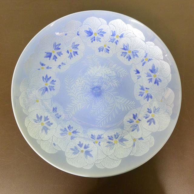 中田一於 釉裏銀彩パンジー飾皿