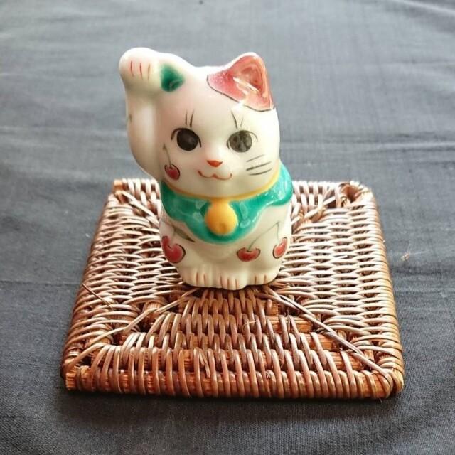フルーツ招き猫(さくらんぼ・緑前掛け)【鏑木オリジナル】