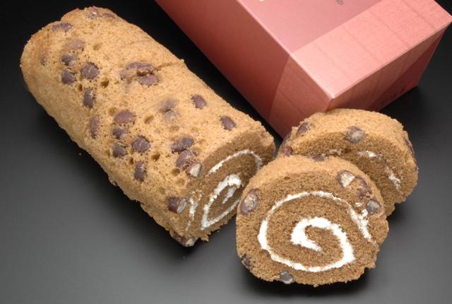 和菓子屋さんがつくったロールケーキ 能登大納言 上々巻 1箱(8切入)