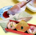 【送料無料】金箔・桜花入り小鯛の笹漬け(半樽)とめのうストラップセット【風呂敷包み】