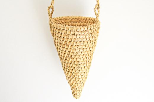 ペルー チリワ草のかご(壁掛け-三角)