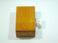 篭定エサ箱ホルダー装着イメージ・・・篭定エサ箱用ステンレス金具が付いたエサ箱に装着いたしました。