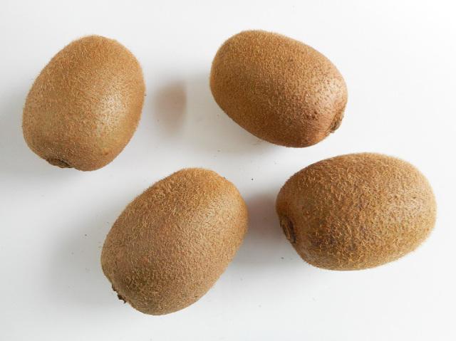 九州産キウイフルーツ4個入(市場野菜) 300g~【0.4kg】
