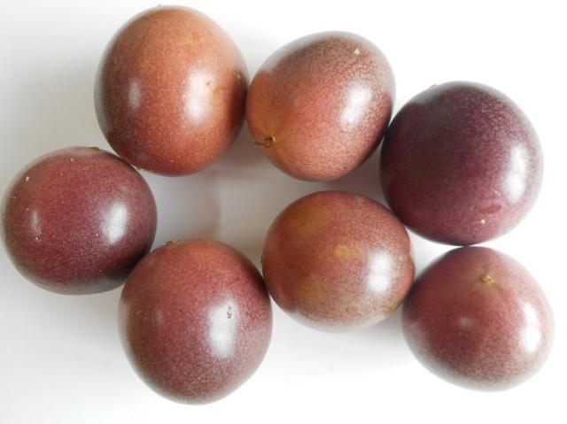 前村さんの無農薬パッションフルーツ【0.5kg】