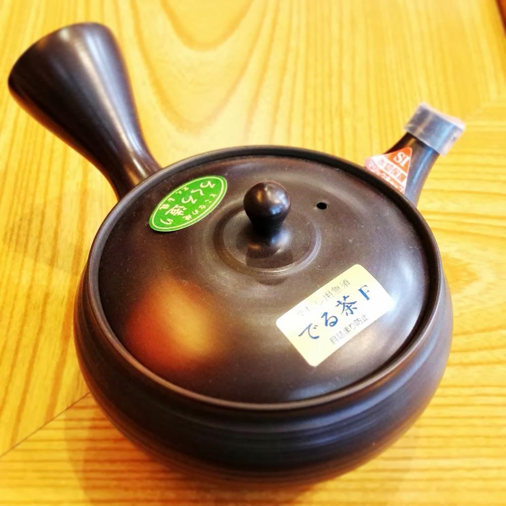 常滑焼の伝統工芸士、梅原二郎(玉龍陶園)の急須です