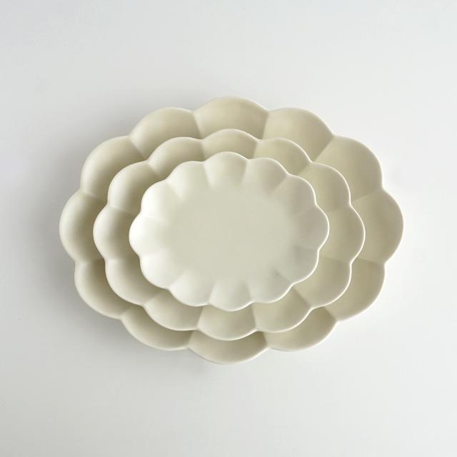 楕円菊割皿 白磁マット 金善窯 有田焼