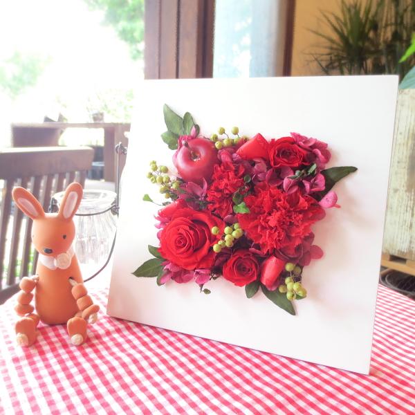 【送料無料】壁掛けでもスタンドでも♪ プリザーブドフラワーアレンジメント「レッドローズ」Sサイズ 【薫る花】【花 フラワー プレゼント ギフト 誕生日 開店祝い 引越し 新築 還暦祝い】