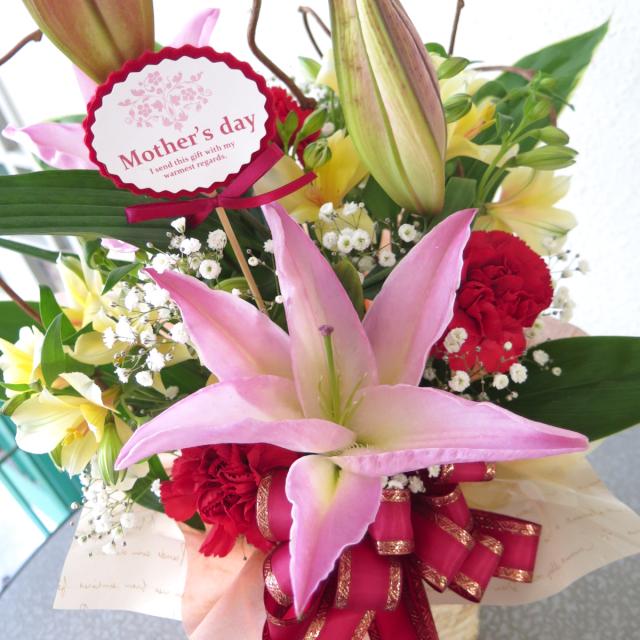 豪華なピンクのユリの生花アレンジ【送料無料母の日ギフト】md021