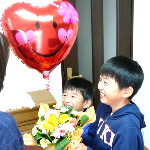 0384【送料無料】箱をあけると風船が飛び出すサプライズなバルーン&フラワーギフト『Ballon&Flower』