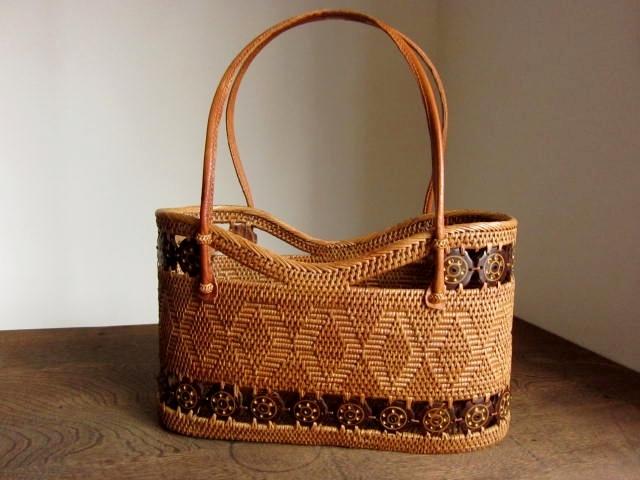 アタバッグ(Mサイズ/ナチュラル/透かし・模様編み・ココナッツの飾り/内布無し)AB159