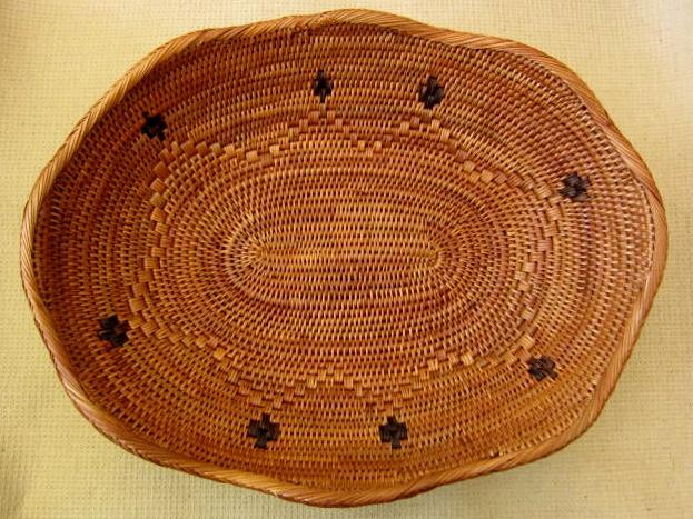 アタ製・お花の楕円形型プレートS(25cm・黒モチーフ付き)AT032