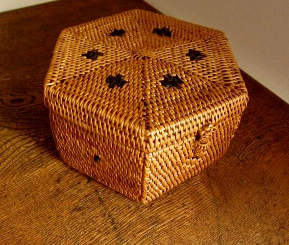 アタ製・六角形ふた付きボックス(幅約16cm)AT085