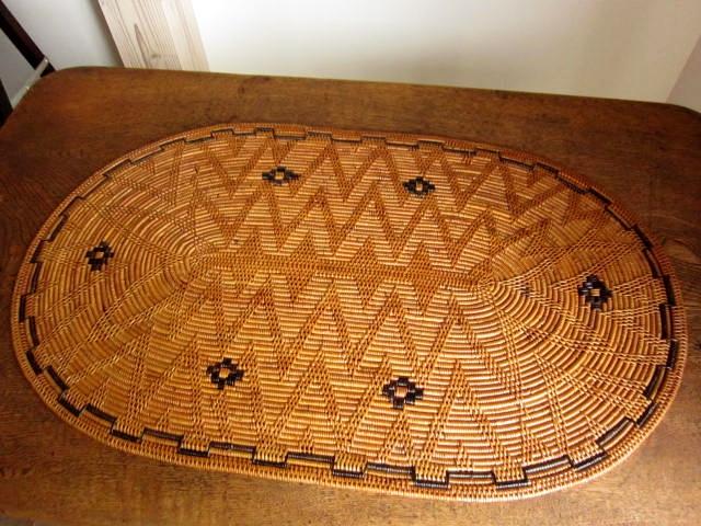 アタ製・玄関インテリア用ラージマット(楕円形・模様編み・黒モチーフ入り)AT099