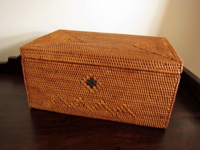 アタ製ふた付き長方形型ボックス(黒モチーフ・模様編み)AT108