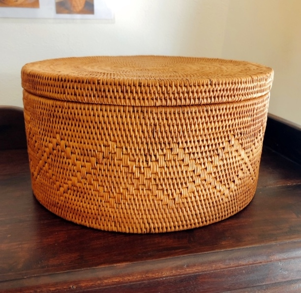 アタ製・蓋付きラウンドボックス/茶びつ/お茶道具入れ(直径25cm×高さ13cm・模様編み)AT209